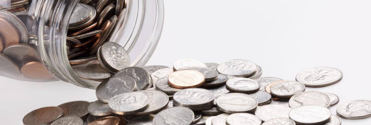 Münzen im Marmeladenglas zum Geld sparen